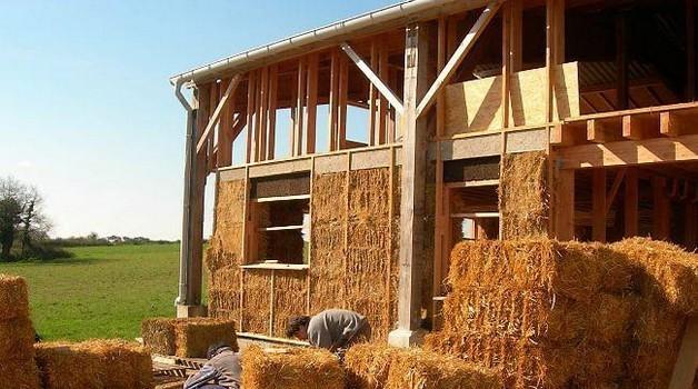 Construire une maison en paille conseils thermiques for Le prix pour construire une maison